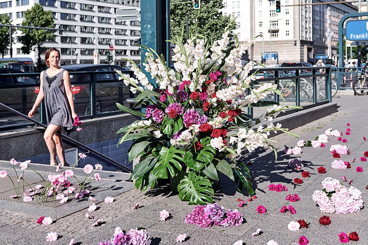 Mona Isabelle // Flower Flash // Frankfurter Tor
